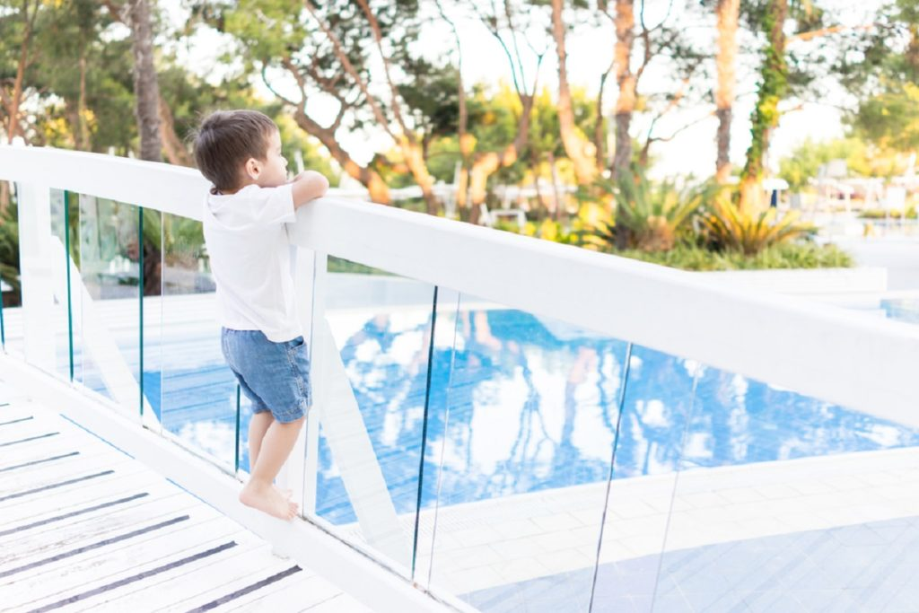 How to Look for Varieties in Pool Fencing for Safety and Relaxation