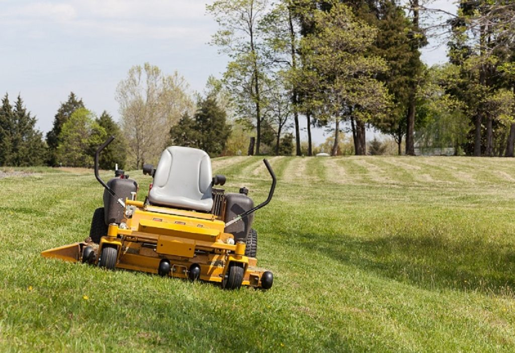Keep The Lawn Well-manicured With The Right Mower