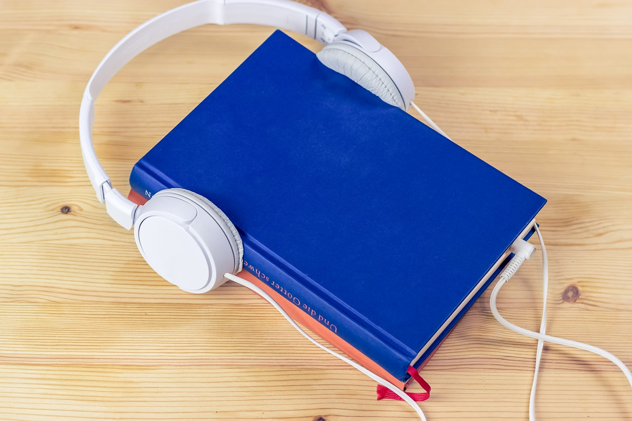 Tips on Finding Great Audiobooks to Binge While Traveling